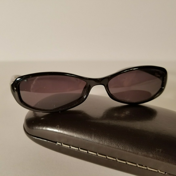 0b0d7f677f4 Gucci Accessories - Vintage Gucci Small Oval Sunglasses